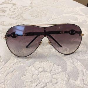 Woman's Gucci sunglasses
